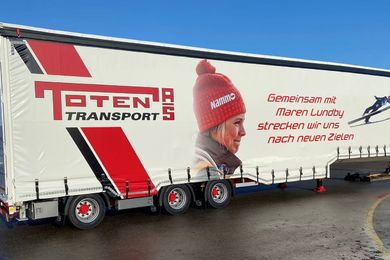 Special flatbed trailer of Pacton Ommen equipped with Versus systems